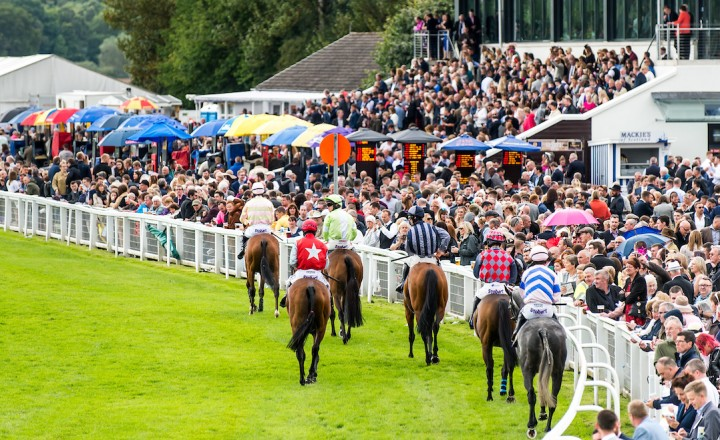 How to get to Perth Racecourse
